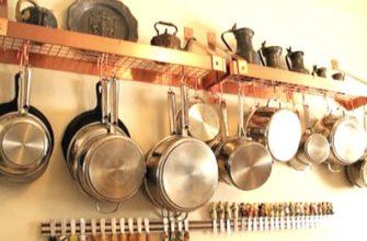 Чистые кастрюли на кухне