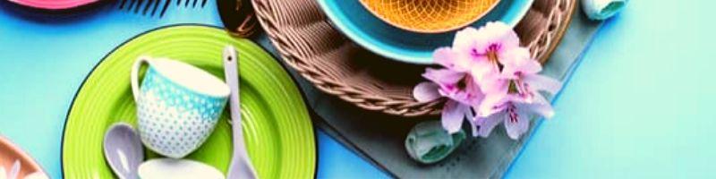 Чистая посуда на столе